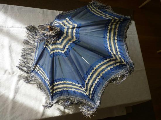 6-ombrelle-bleue-w.jpg