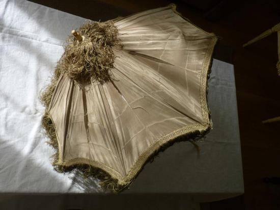 8-ombrelle-beige-w.jpg