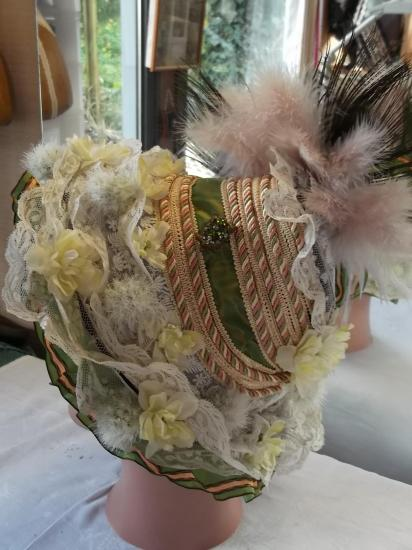Chapeau decor ruban vert 001