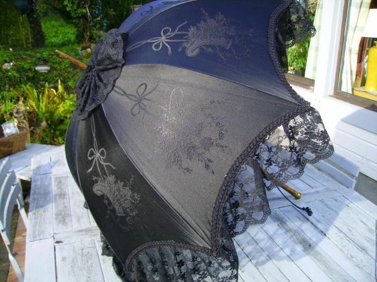 Noire paniers fleuris 001