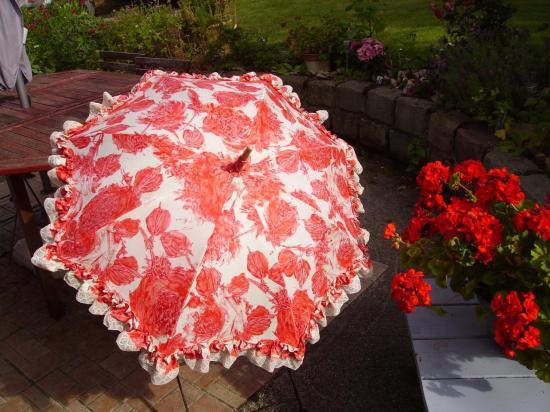 ombrelle-fleurie-rose-blanc-001.jpg